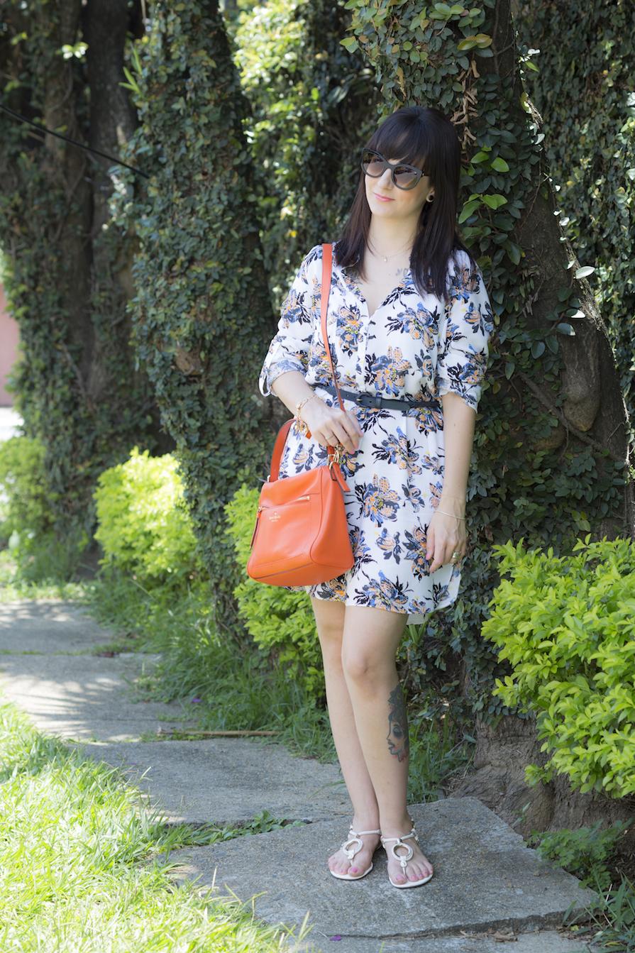 dani-danielle-noce-look-vestido-floral-bolsa-laranja-kate-spade-oculos-sol-stazione-1
