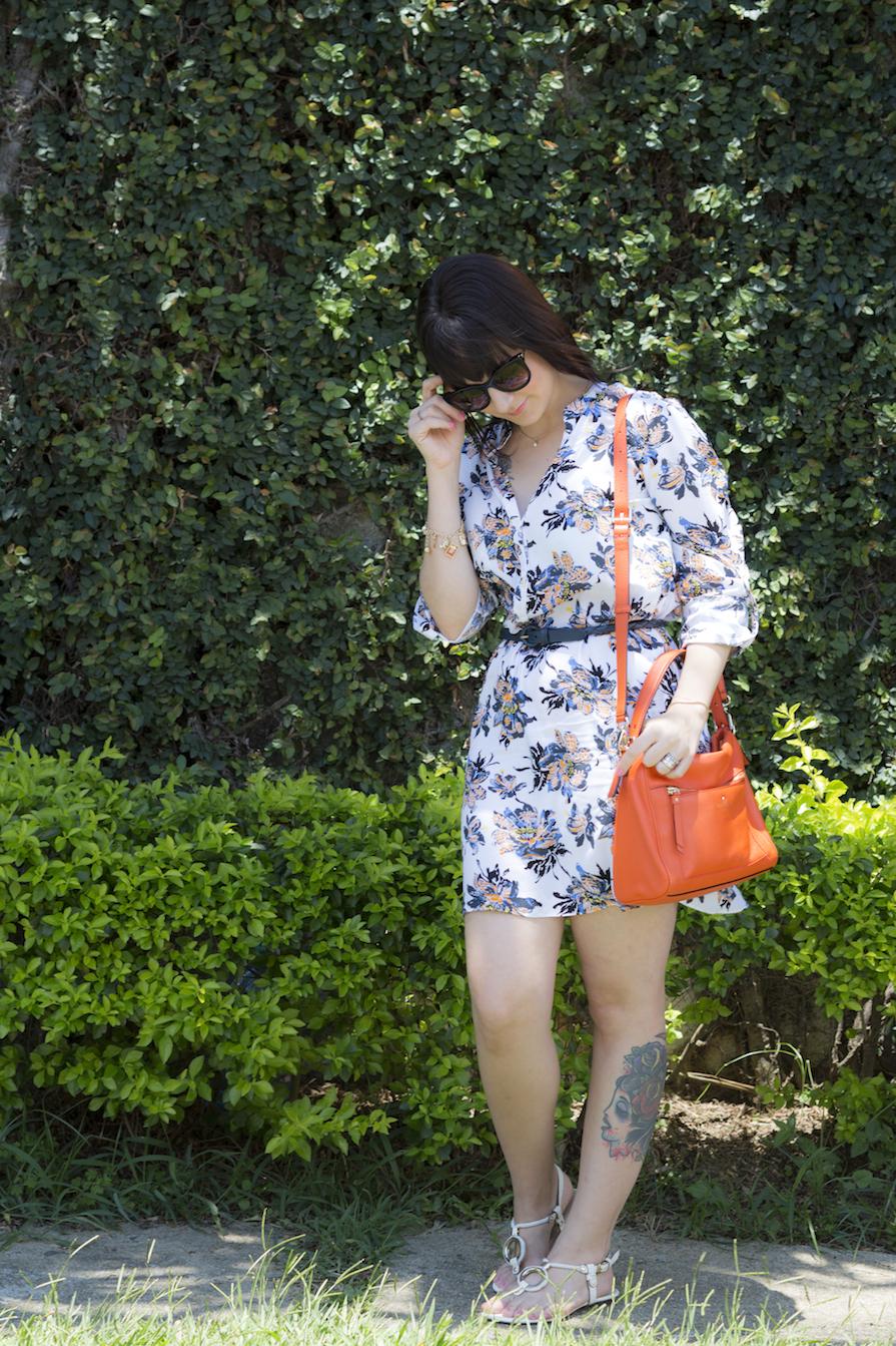 dani-danielle-noce-look-vestido-floral-bolsa-laranja-kate-spade-oculos-sol-stazione-2