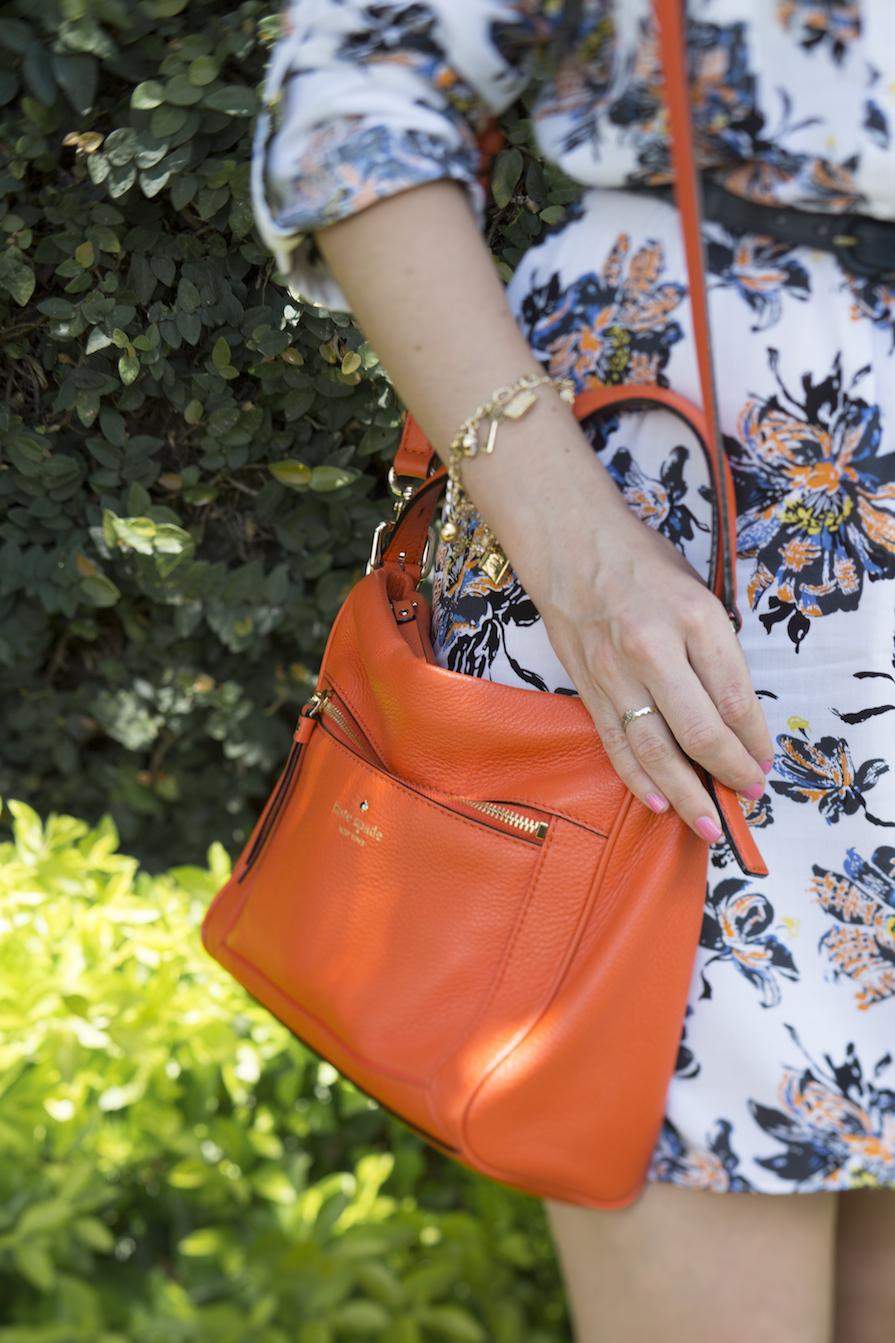 dani-danielle-noce-look-vestido-floral-bolsa-laranja-kate-spade-oculos-sol-stazione-5