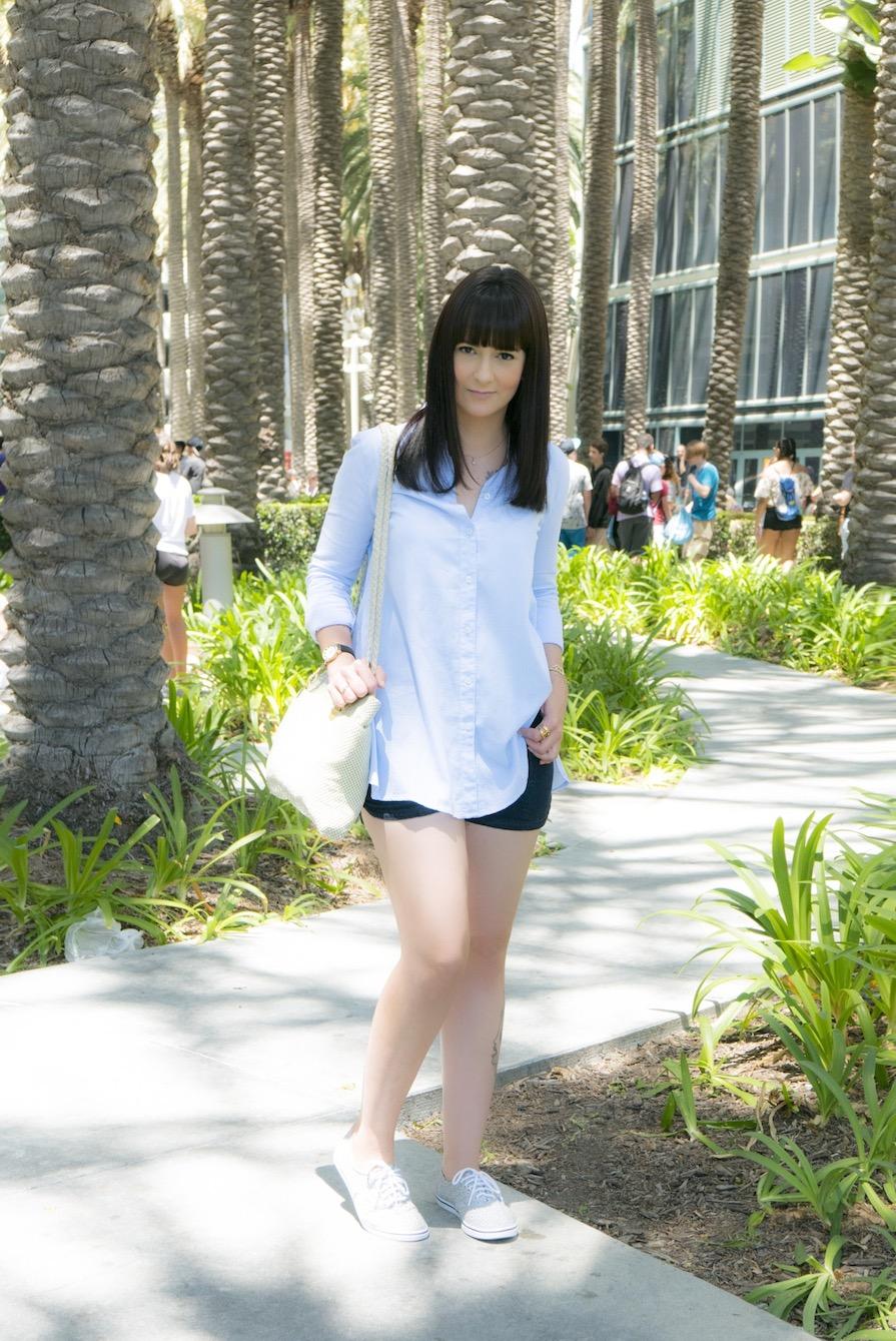 danielle-noce-look-dia-vidcon-ootd-camisa-azul-short-jeans-tenis-vans-urban-outfitters-1