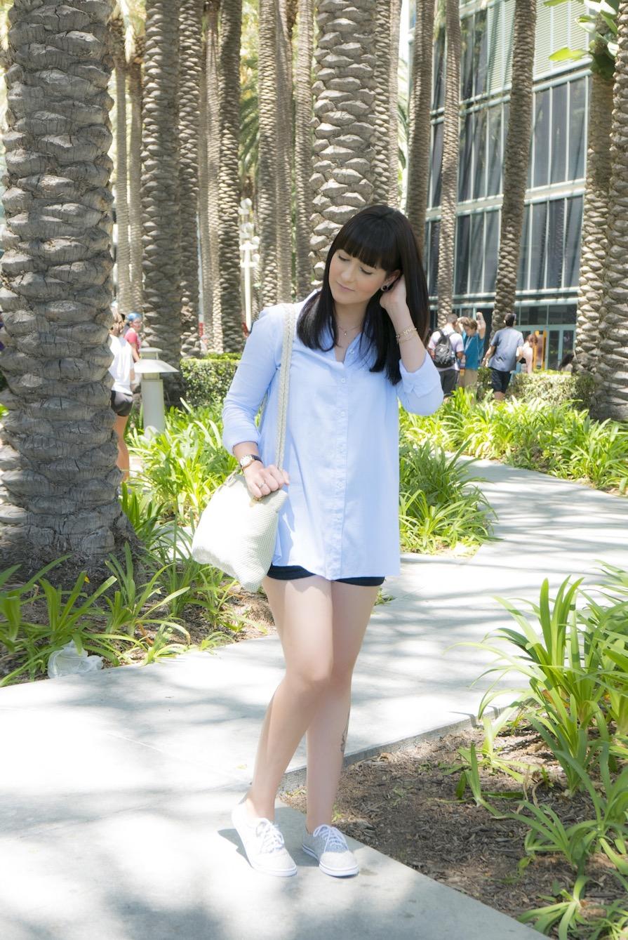 danielle-noce-look-dia-vidcon-ootd-camisa-azul-short-jeans-tenis-vans-urban-outfitters-2