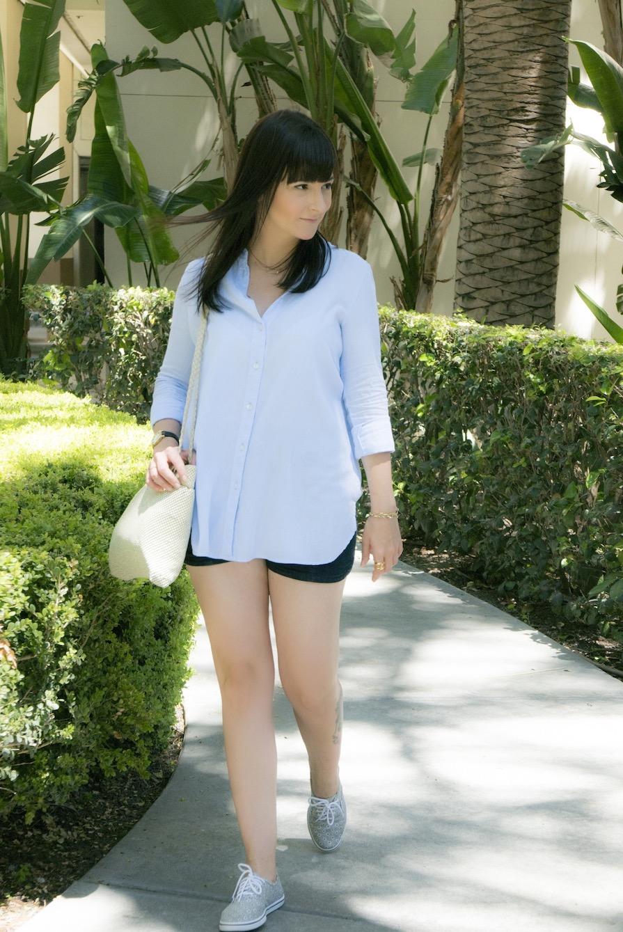 danielle-noce-look-dia-vidcon-ootd-camisa-azul-short-jeans-tenis-vans-urban-outfitters-8