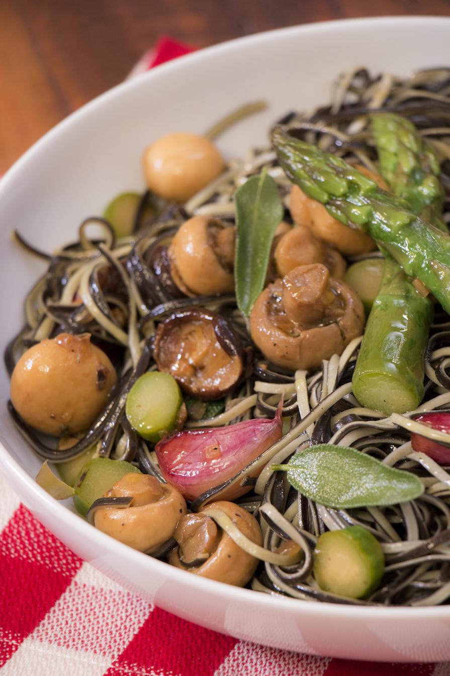 receita-como-fazer-macarrao-cogumelo-aspargo-4