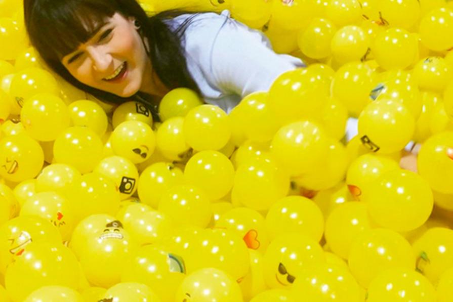 PISCINA DE EMOTICON e FESTA GRINGA DE YOUTUBER | #LaVaiADaniEmLosAngeles