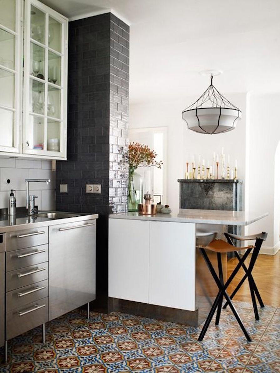ladrilhos-hidraulicos-no-piso-da-cozinha-dani-noce-3