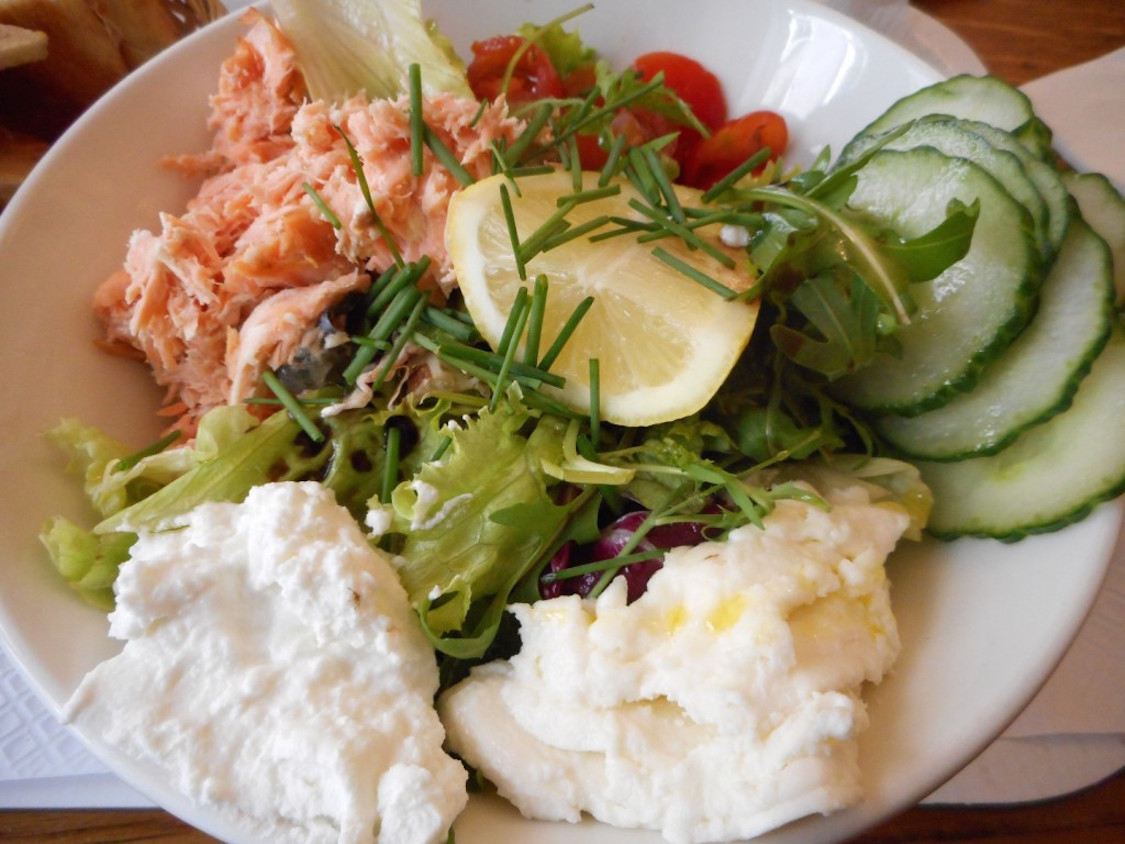 cosi-o-restaurante-simples-de-paris-sanduiches-e-saladas-danielle-noce-1