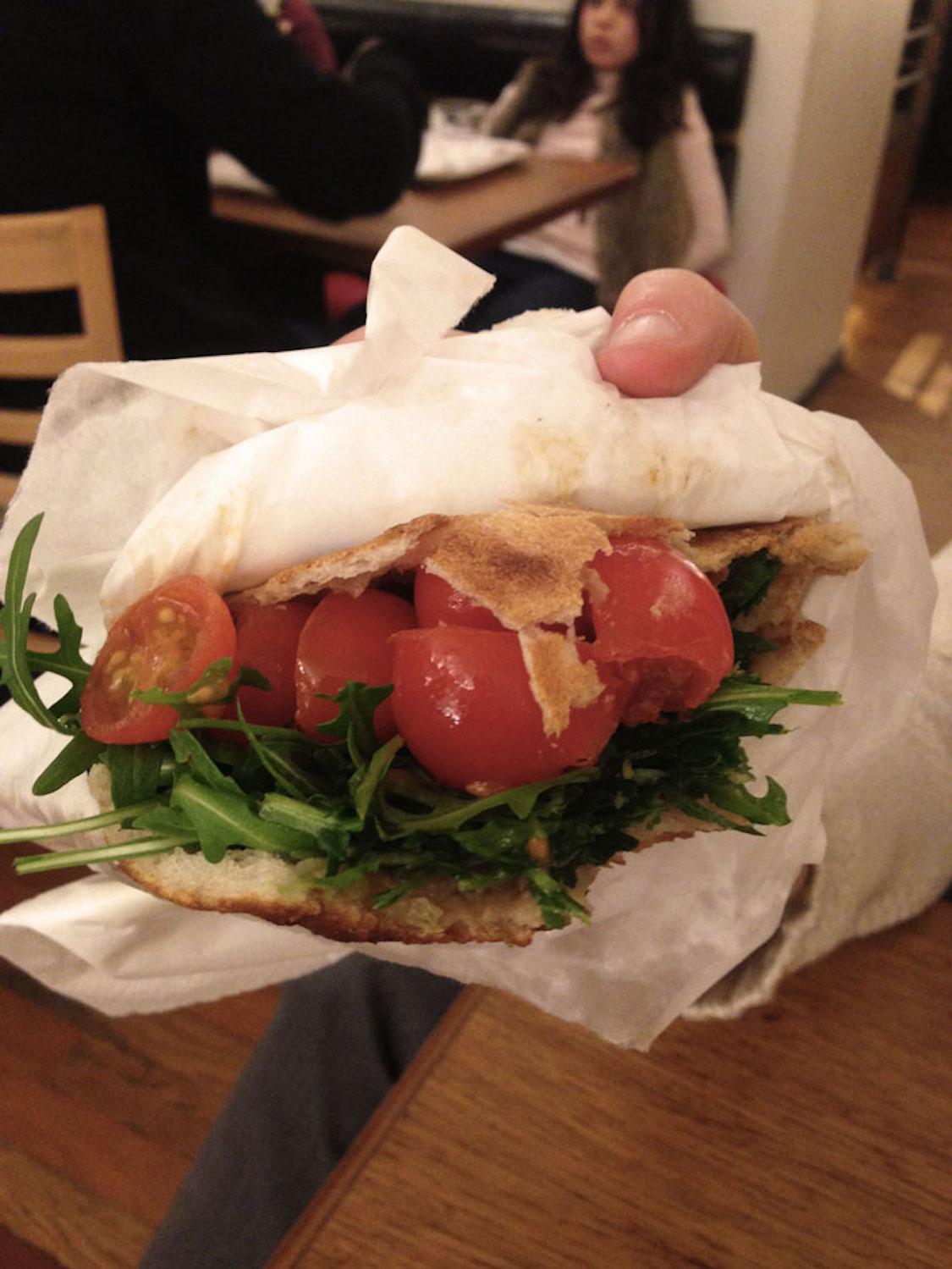 cosi-o-restaurante-simples-de-paris-sanduiches-e-saladas-danielle-noce-4
