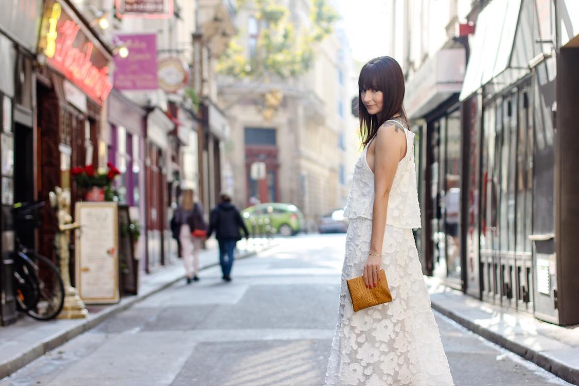 look-neutro-preto-e-branco-vestido-fluido-e-jaqueta-de-couro-dani-noce-8