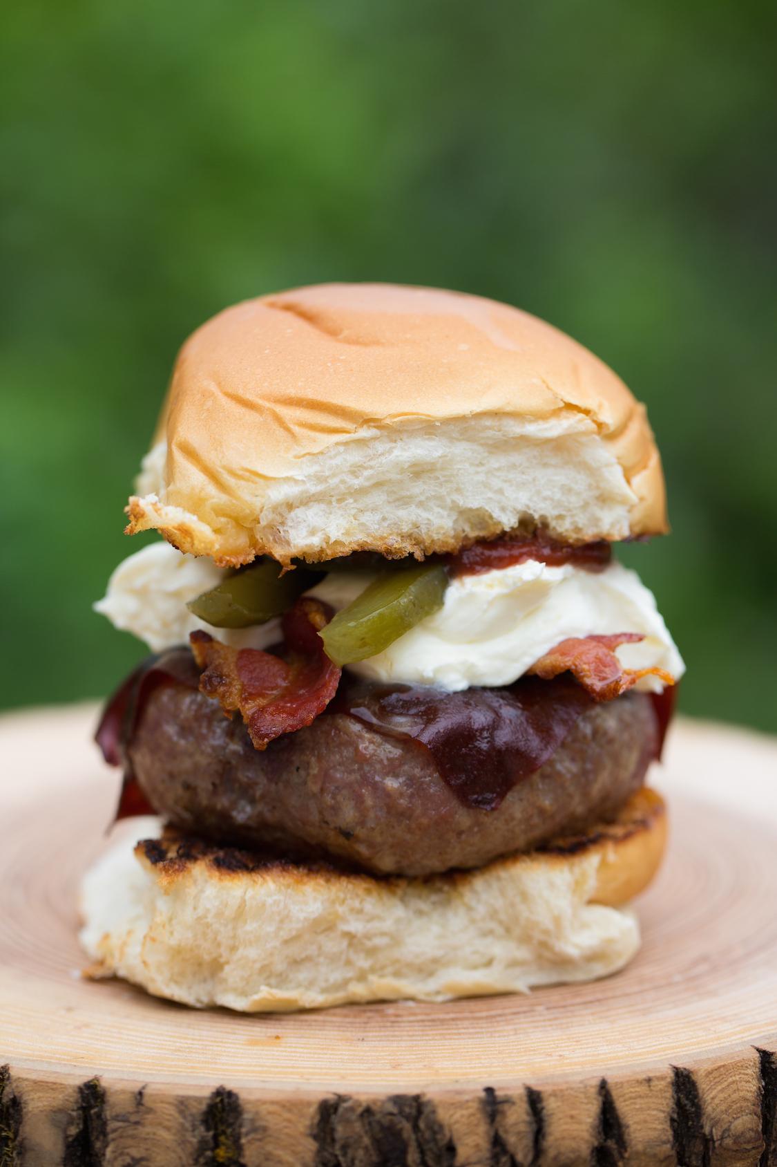 receita-hamburguer-bacon-sour-cream-jalapeno-dani-noce-hunts-1