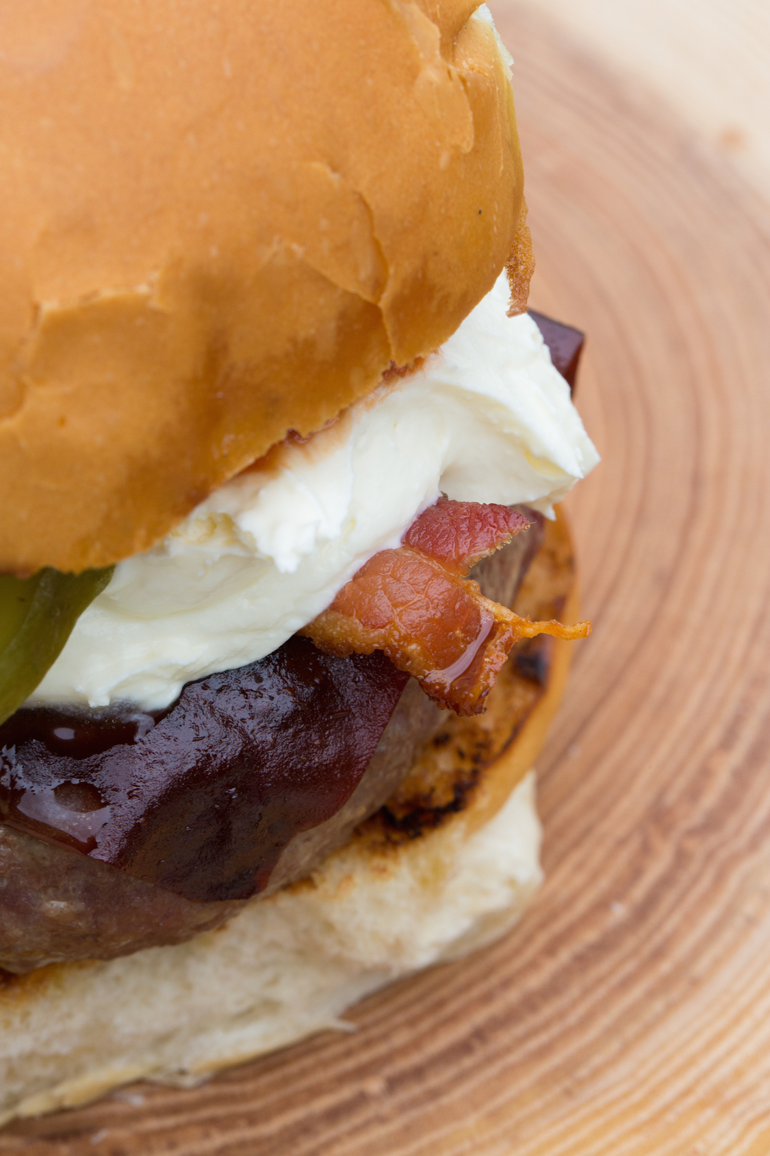 receita-hamburguer-bacon-sour-cream-jalapeno-dani-noce-hunts-2
