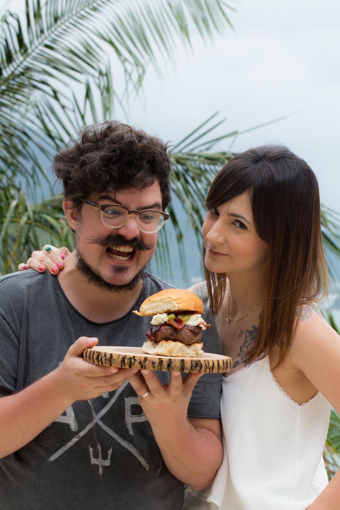 receita-hamburguer-bacon-sour-cream-jalapeno-dani-noce-hunts-3