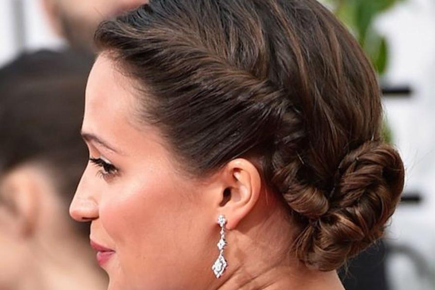 5 penteados bem presos para você se inspirar