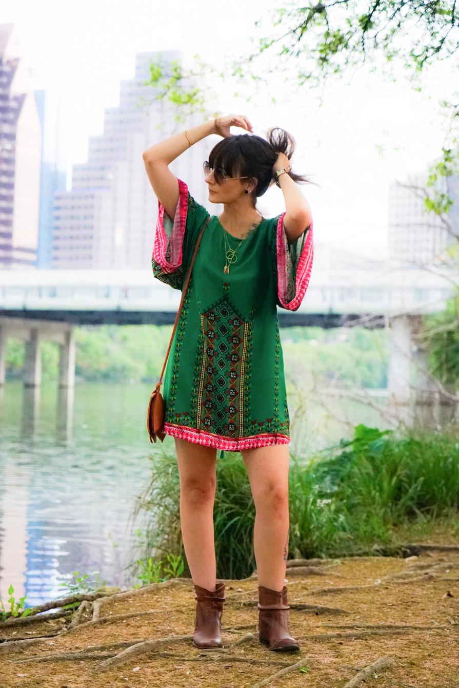 vestido-solto-e-estampado-para-passear-no-soco-austin-viagem-danielle-noce-7