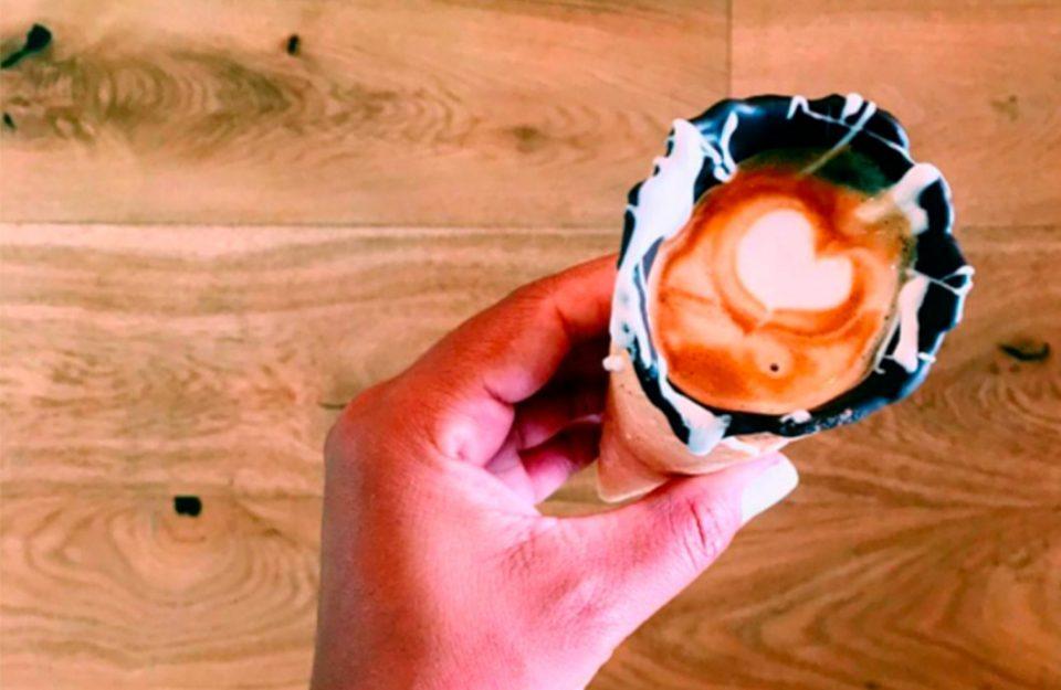 Tendência: Café na casquinha de sorvete com chocolate