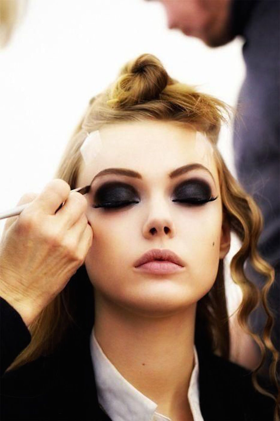 olho-preto-para-essa-sexta-maquiagem-danielle-noce-0