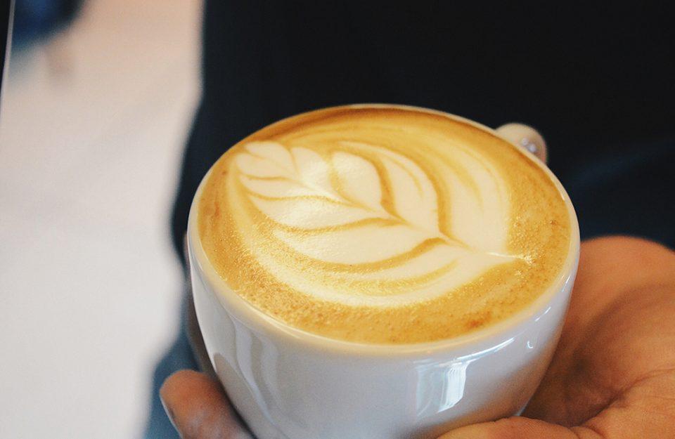 10 opções de cafés para pedir na cafeteria