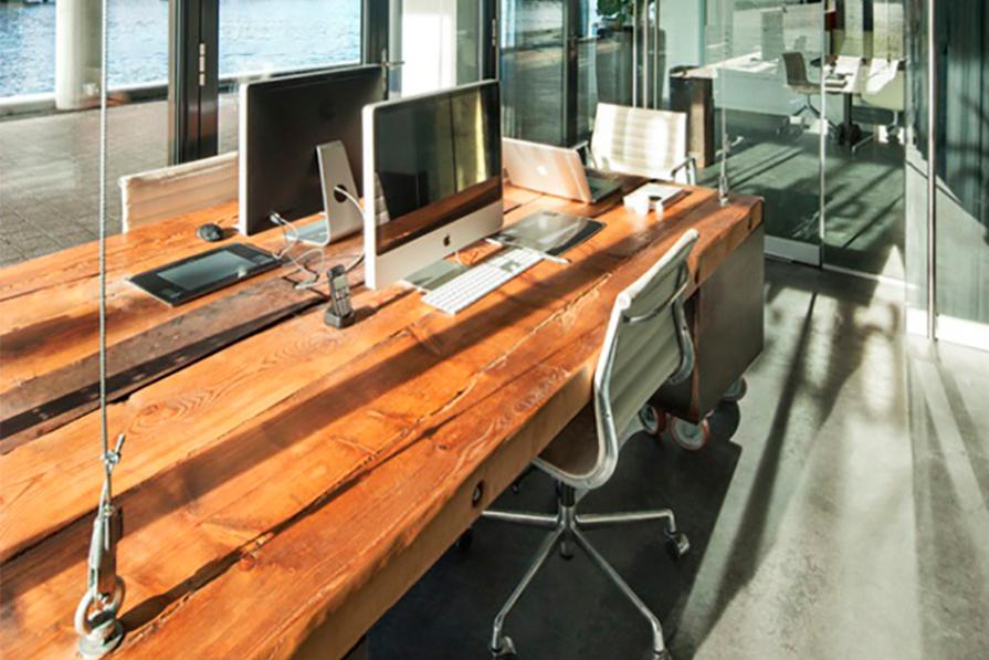 Charme no escritório: mesas suspensas