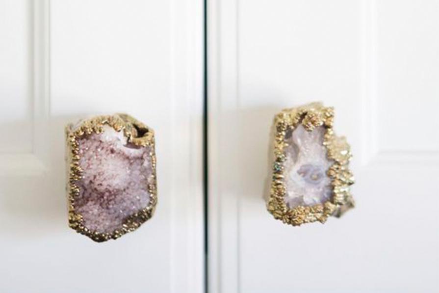 puxadores-delicados-onde-comprar-inspiracao-couro-cristal-porcelana-ceramica-dani-noce-imagem-destaque
