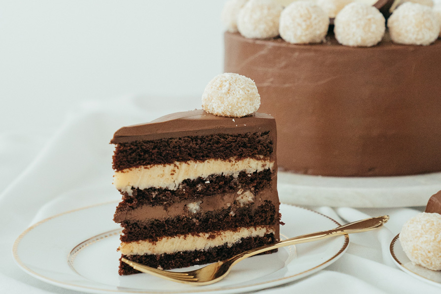 9 Receitas com Prestígio: do bombom clássico ao bolo com camadas