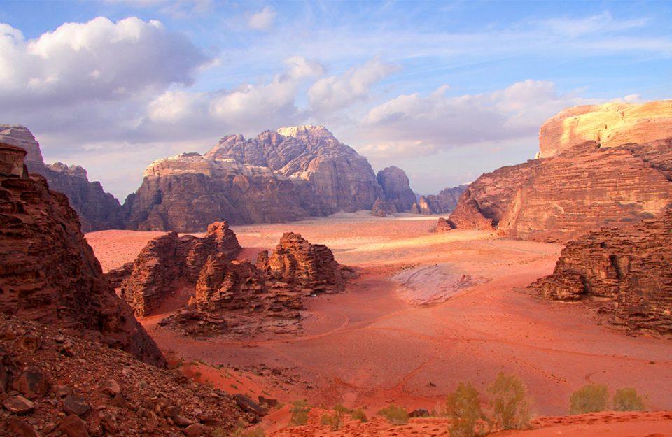-que-voce-precisa-saber-antes-de-ir-a-jordania-dani-noce-imagem-destaque
