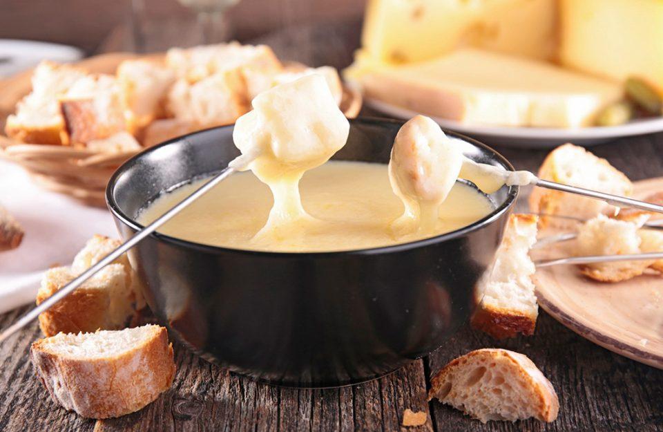5-restaurantes-em-zurique-para-voce-comer-fondue-tradicional-dani-noce-imagem-destaque