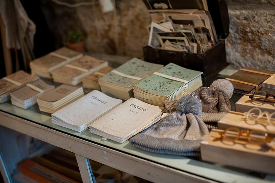 Os 8 Melhores Brechós e Lojas Vintage do Porto   Portugal - Danielle ... cbe0092427