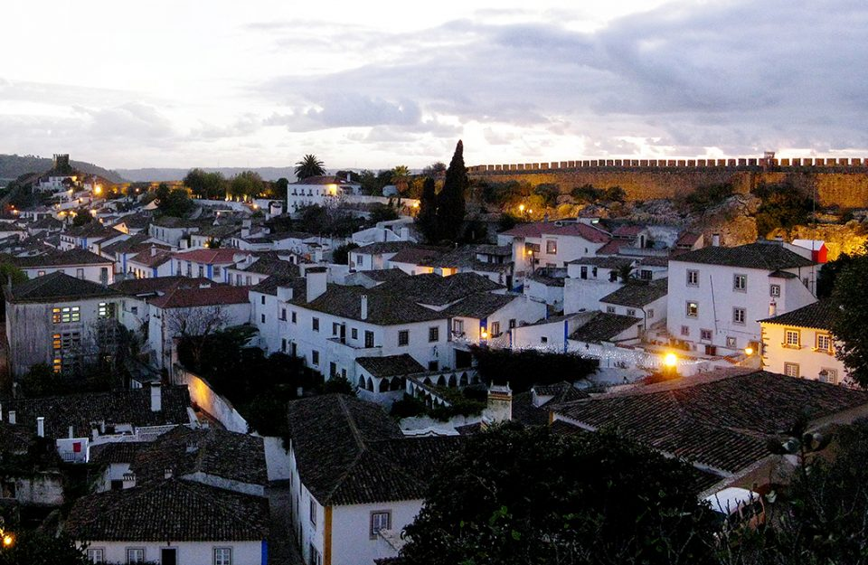 obidos-uma-vila-medieval-apaixonante-portugal-dani-noce-destaque