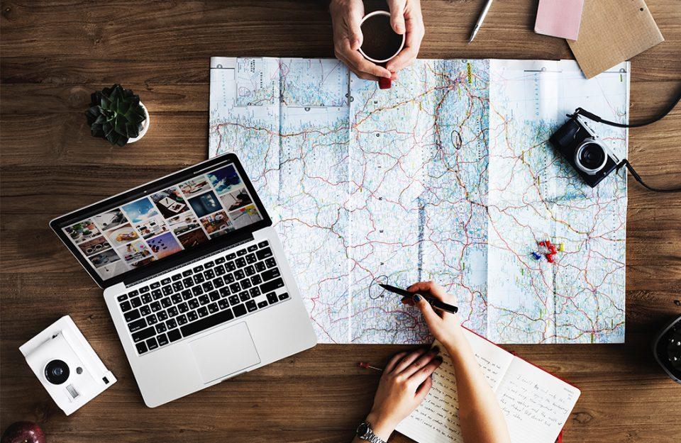 Cartão ou dinheiro: qual a melhor opção para viagens internacionais