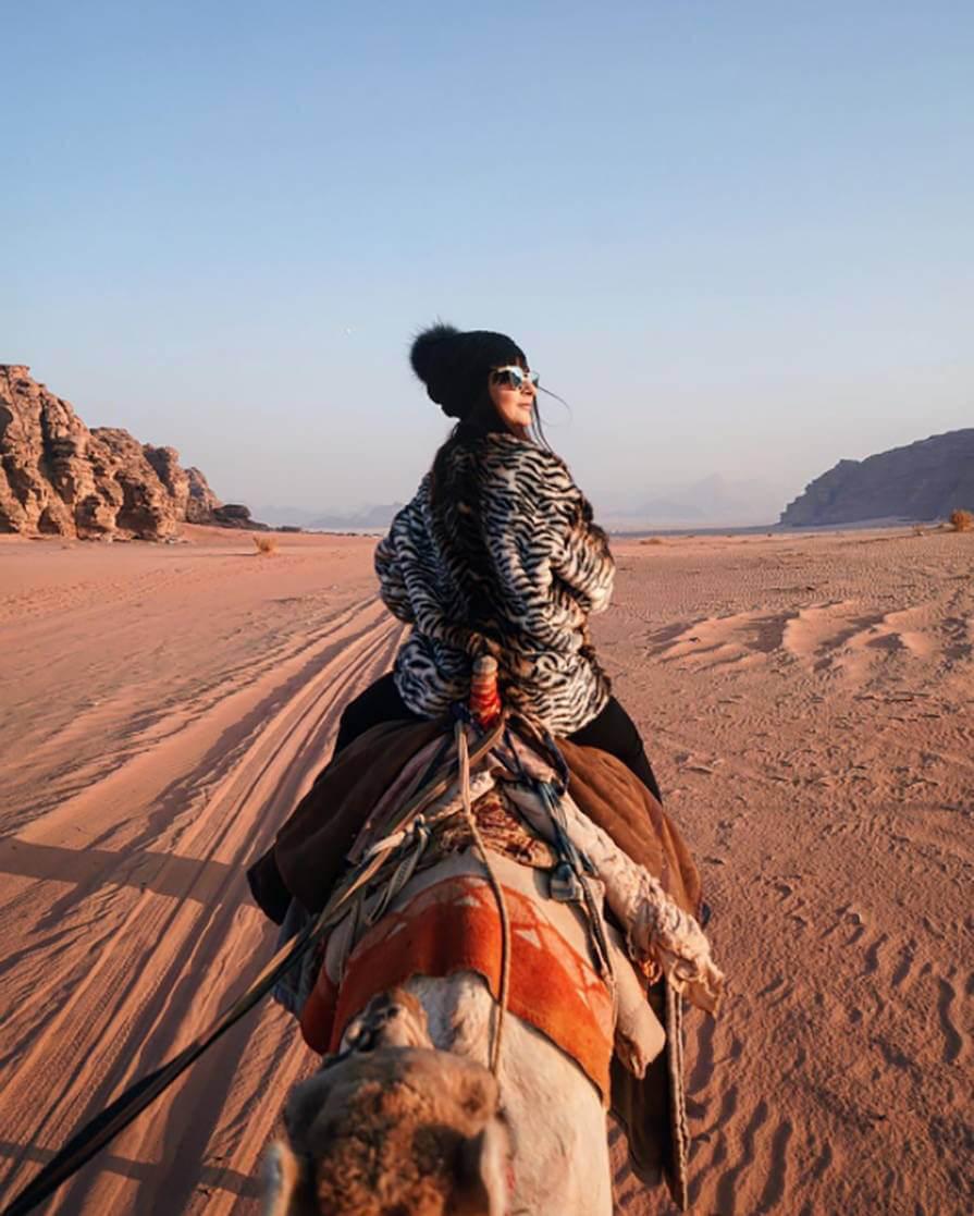passeio de camelo pelo deserto Wadi Rum