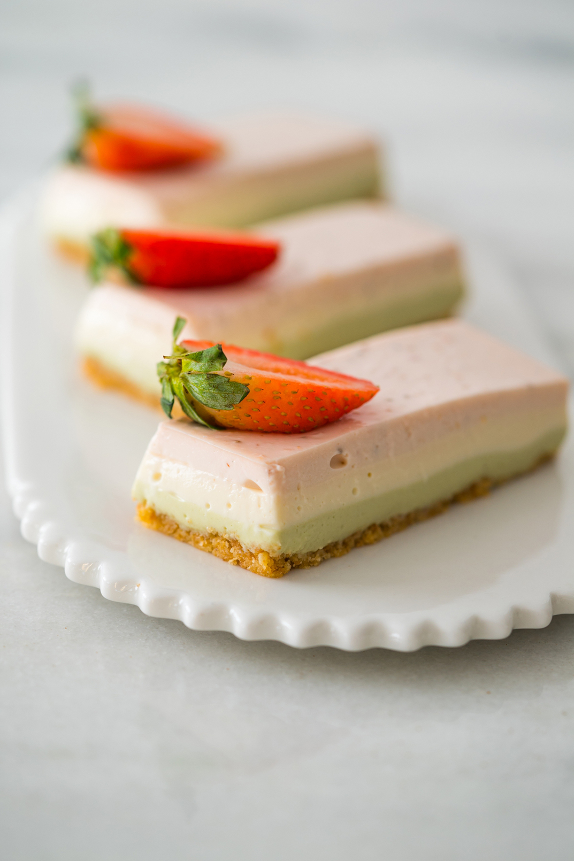 Cheesecake de matcha, baunilha e morango