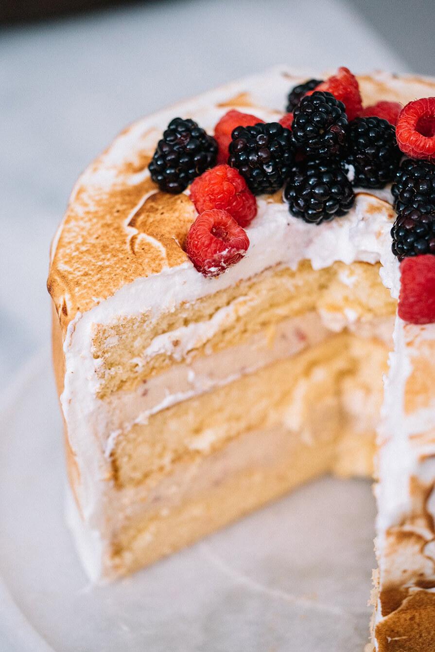 bolo de merengue com morango