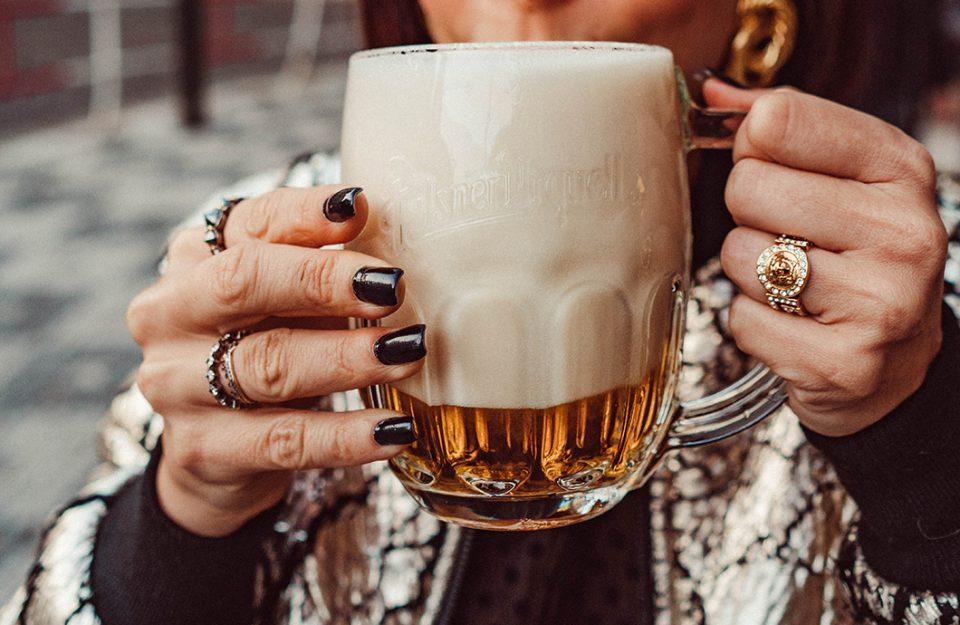 mliko-modo-de-servir-cerveja-tradicional-de-praga-destaque