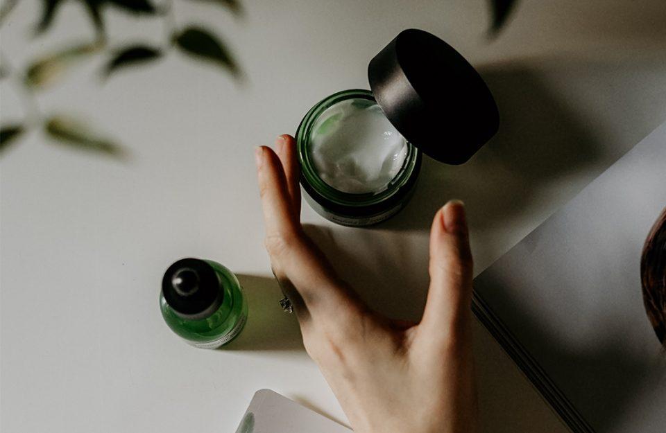 Dior lança linha de skincare e Foreo nova escova de limpeza facial
