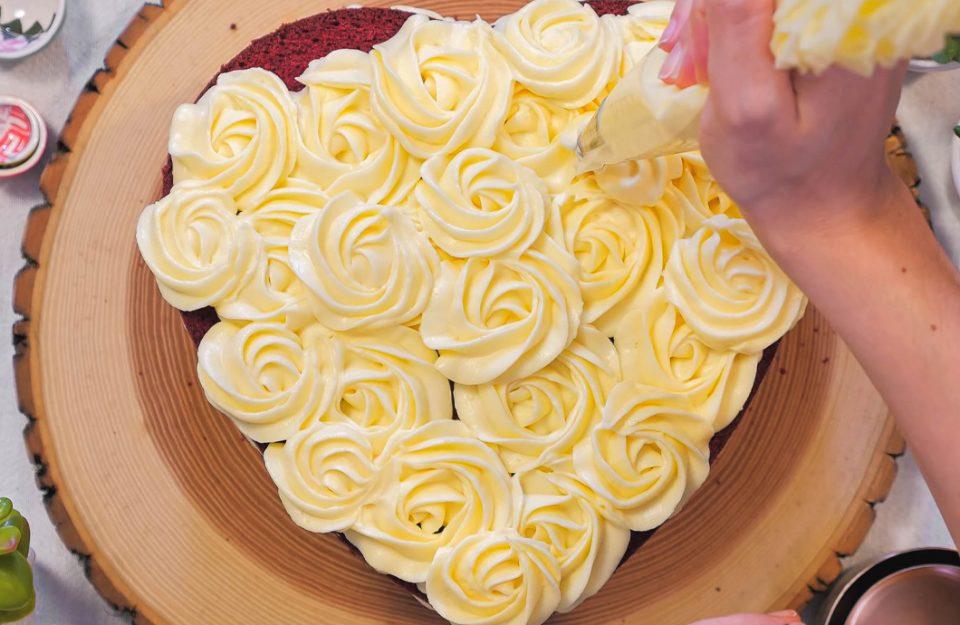 7 receitas de bolo de dia das mães para deixar ela muito feliz