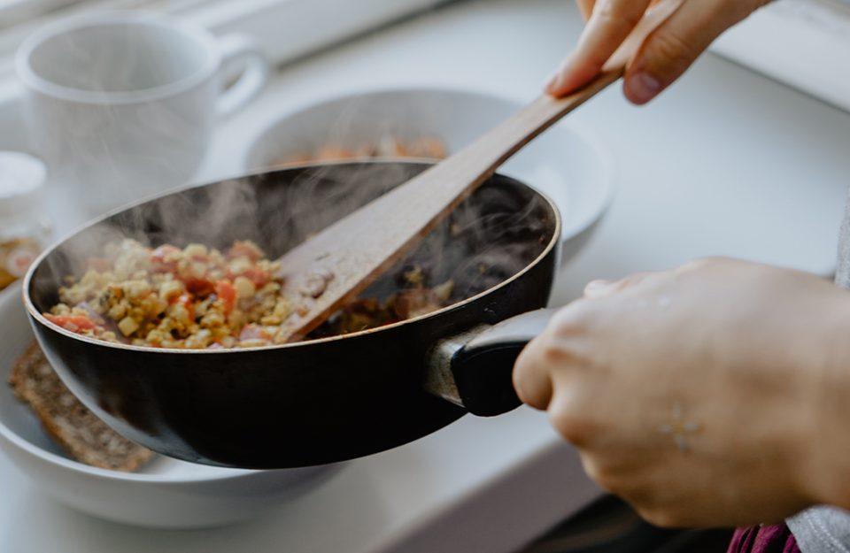Os 7 erros na cozinha para quem é iniciante e como evitar