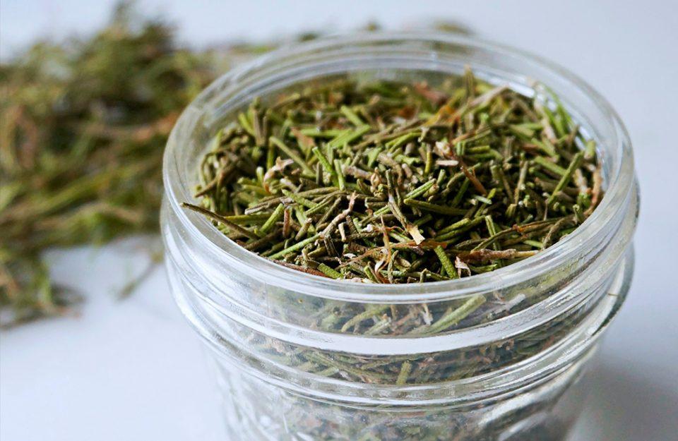 Ervas secas: quais são, como utilizar cada uma delas + receitas