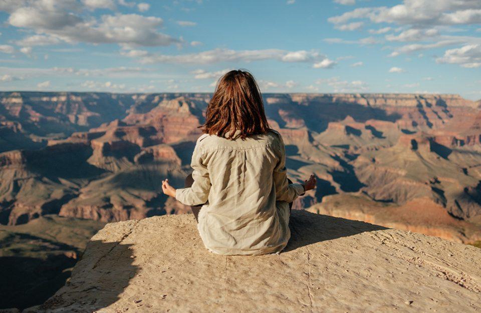 Meditação: o que é, benefícios + meditação guiada com apps gratuitos