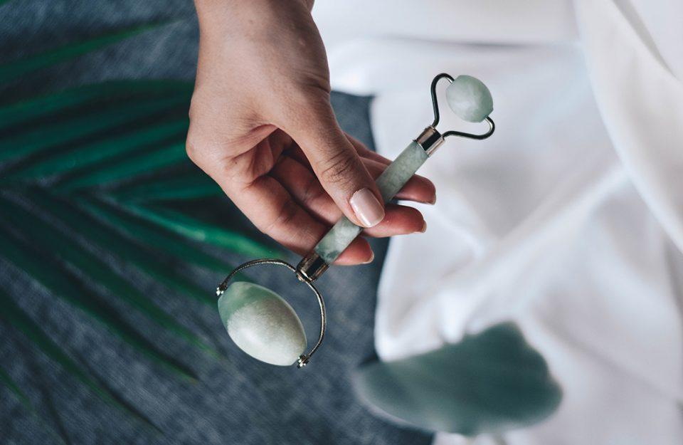 Jade roller ou roller facial: como usar e quais os benefícios de cada pedra