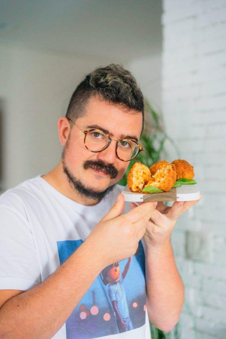Arancini Bolonhesa | Bolinho de Arroz com Queijo, Carne e Molho de Tomate