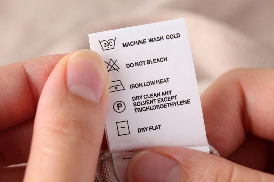 Pode molhar seda? Explicação e dicas de como fazer para lavar sua peça