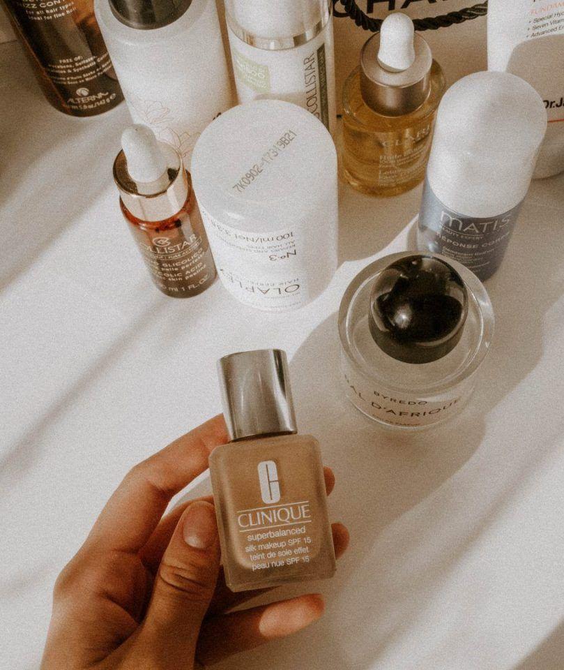 Mancha de maquiagem nas roupas: dicas práticas e fáceis para remover