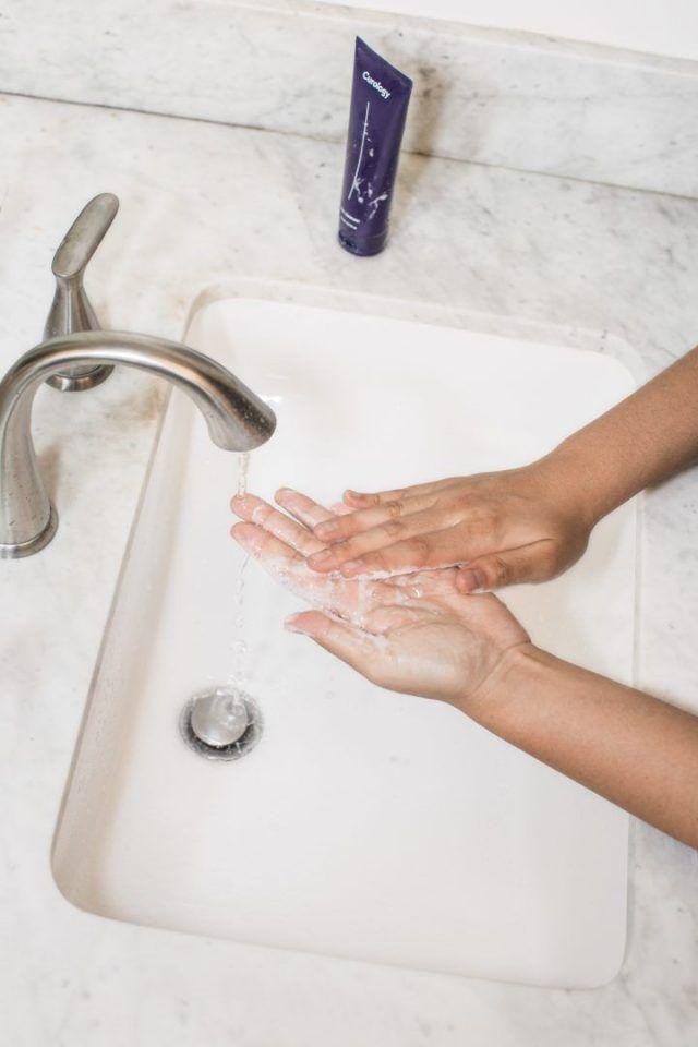 Limpeza facial: 5 erros que você comete ao lavar o rosto